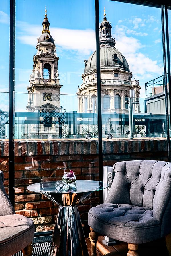 High Note Skybar Budapest - fedett tetőterasz nappal